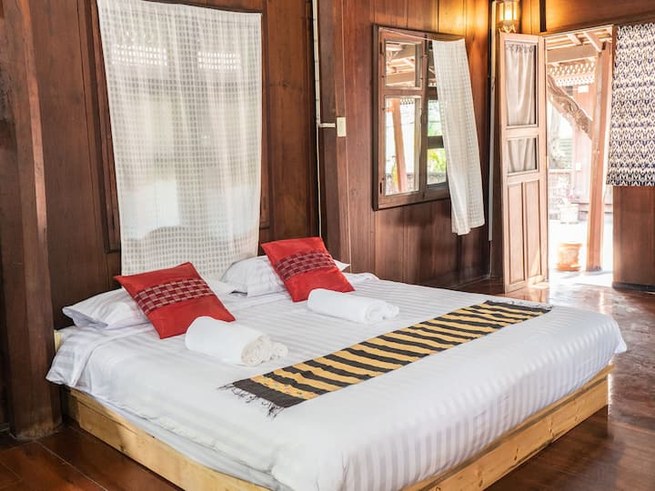 Detached King Room in Thai Lanna House ราคาพิเศษ