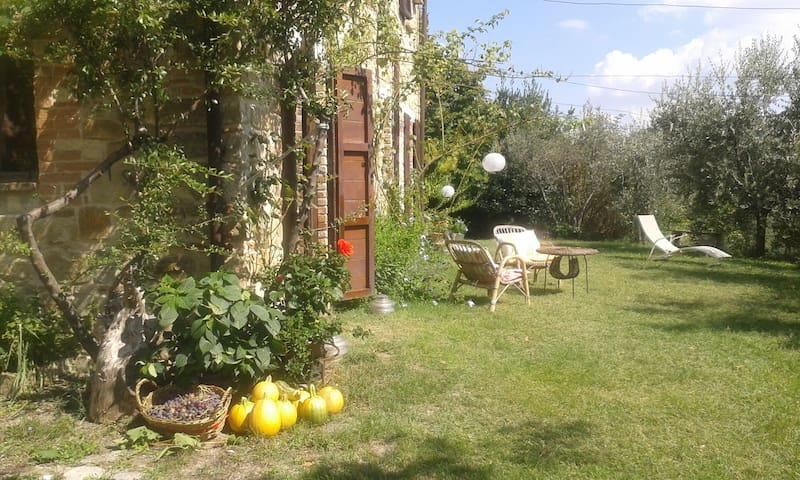 casa in pietra +giardino e orto bio - Rotella - วิลล่า