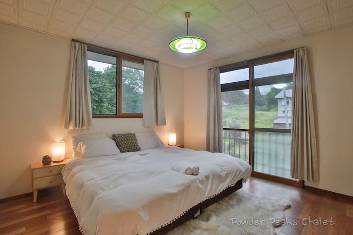 Bedroom 3( 1 king or 2 single beds)
