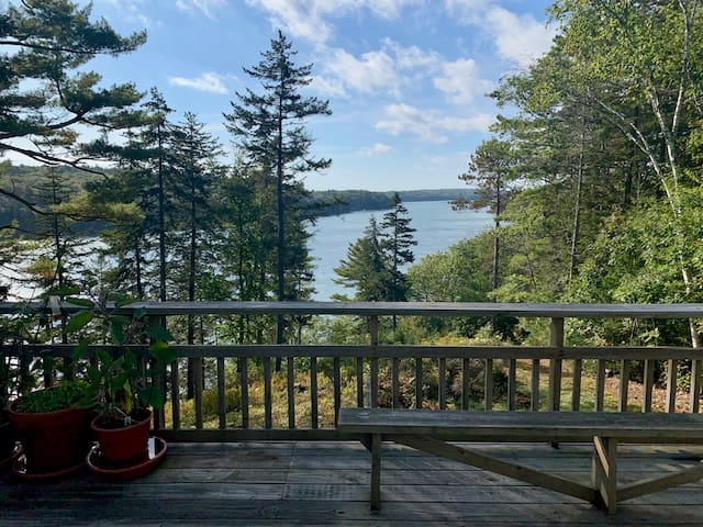 Spectacular Views, Luxury Hot Tub and Private Dock