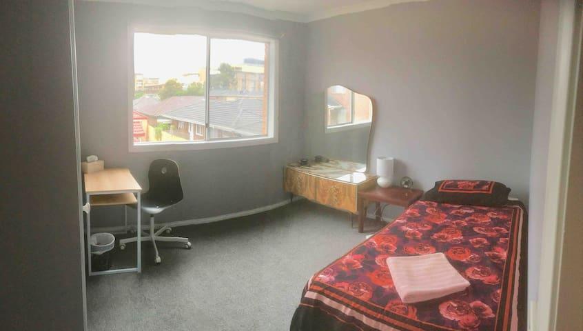 Single room - Walk to Monash Hospital & University