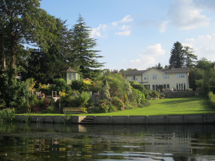 Extensive grounds of lawn, shrub borders, lower decking with seating, river frontage and unique views of the River Avon meeting the River Nadder. Wild swimming for the brave! Bird watching for the less energetic.