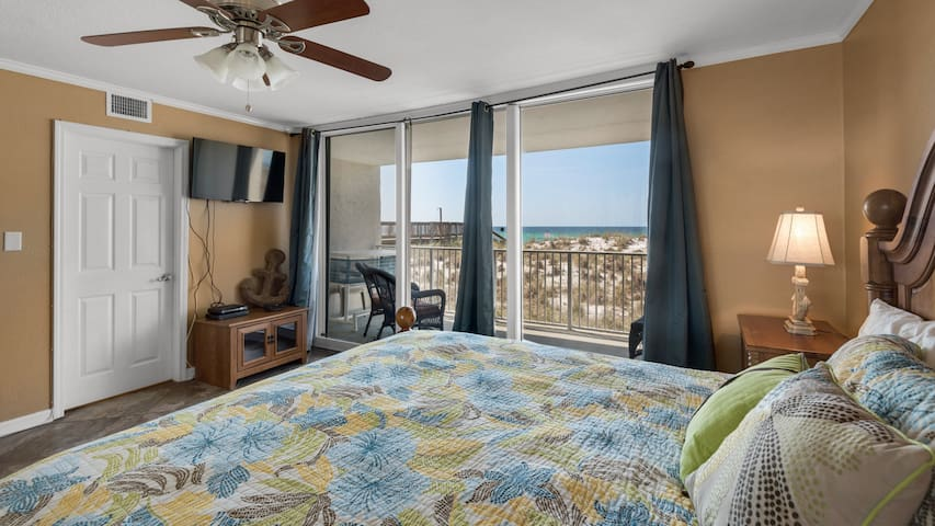 Amazing Gulf Front 3 bedroom condo in Starboard Village. Free WiFi. Pool.