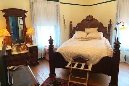 Laurel Ridge Inn, The Plantation Room