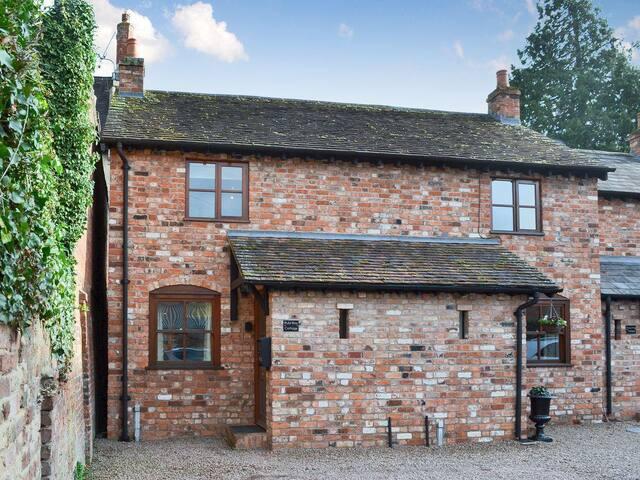 Rubi Roy Cottage - UKC2810 (UKC2810)