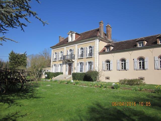 Chambres d'hôtes entre Auxerre et Chablis (jaune) - Venoy - ที่พักพร้อมอาหารเช้า