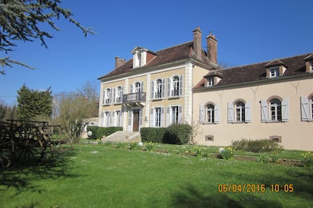 Chambres d'hôtes entre Auxerre et Chablis (jaune) - Venoy