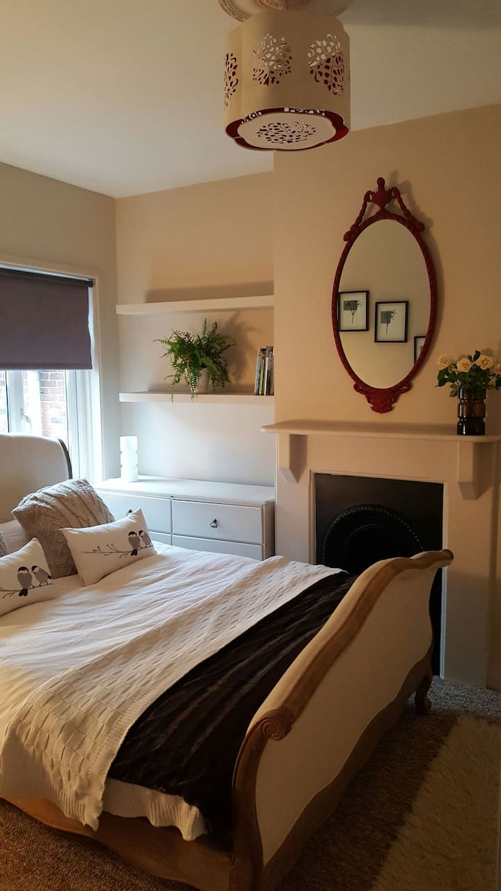 1 Bed Flat, Parking & Roof Terrace