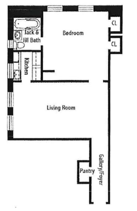 ~680 Ft large apartment in Full Service Pre-War building