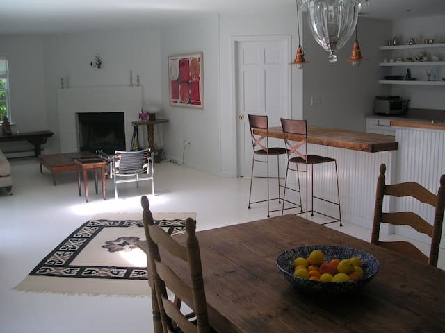 Serene EH-Sag Harbor retreat, no cleaning fee