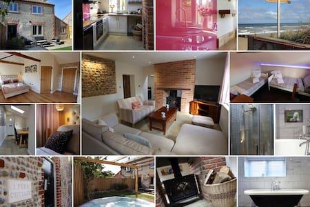 Traditional flint cottage 2 mins - beaches & pub! - Bacton - Huis