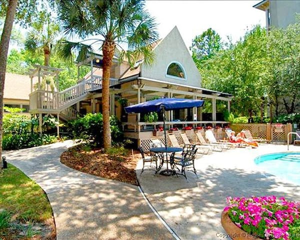 Relaxing Sea Crest Surf & Racquet Club 2BR Condo - Hilton Head Island