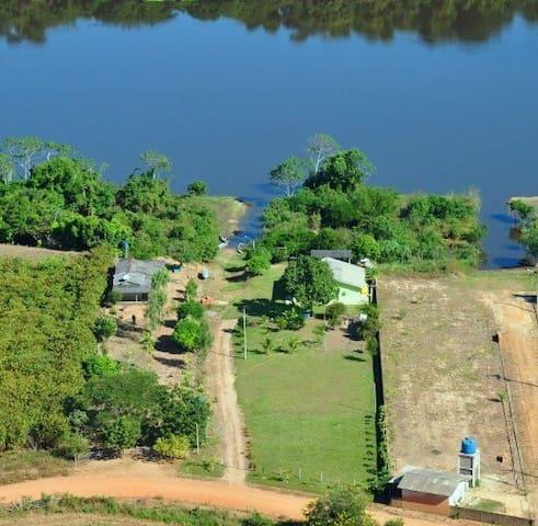Casa a beira do Rio Guaporé. - Pimenteiras do Oeste