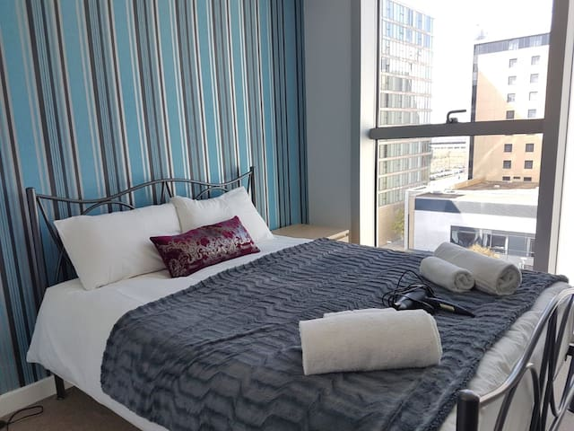Modern Apartment at MK Hub for 6 person w Free Pkg
