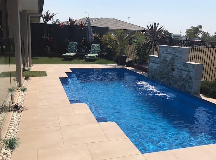 Bribie Island Modern 3 bed House / Pool and WIFI