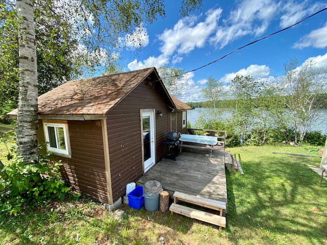 Rustic Lakeside Tiny Cabin 14 in North Frontenac