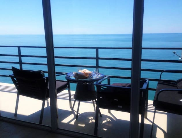 Seaside View Apartment in Kvariati, Batumi - Kvariati - Apartemen