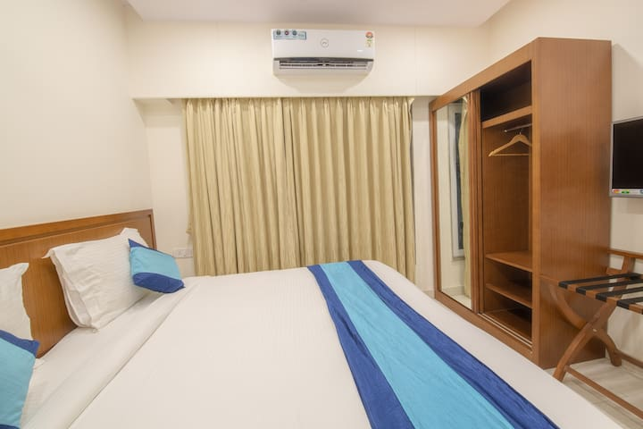 Unmarried couples welcome-LOWER PAREL/TV/WIFI/AC