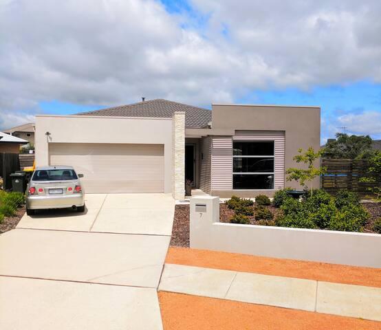Family friendly spacious home - Dunlop - Haus