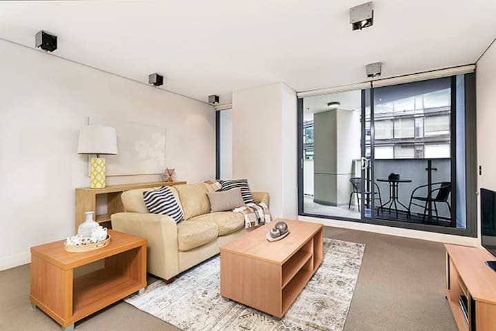 MP006 - Superbly Located Large One Bedroom