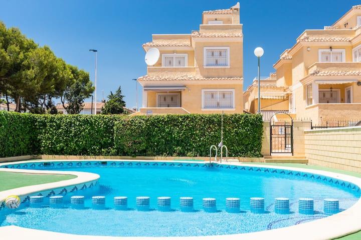 Casa Benno - 4 Bed Villa, Fast WiFi, Sky & Netflix