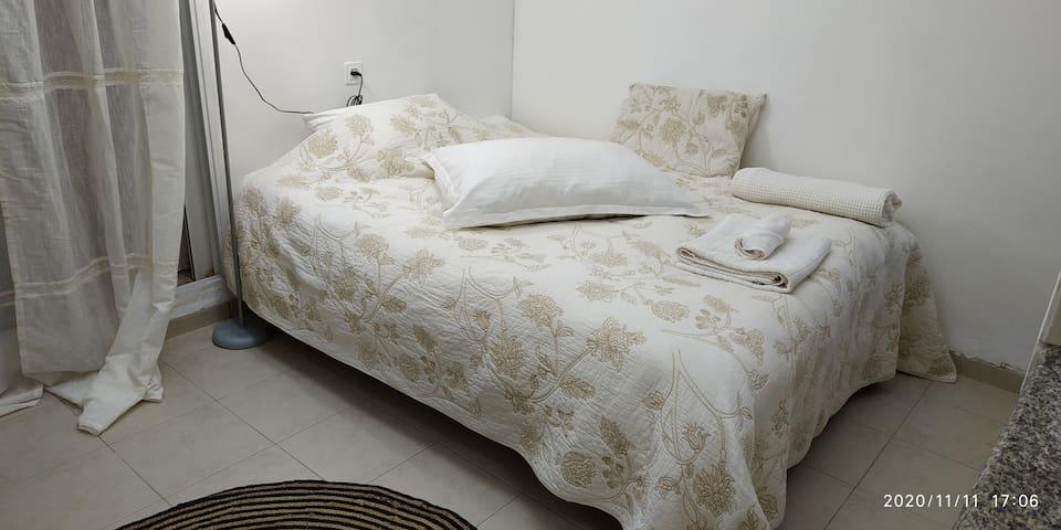 מיטה זוגית רחבה King size bed