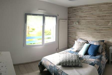 Chambre dans une  maison avec vue sur les Pyrénées - Pyrénées-Atlantiques - 宾馆