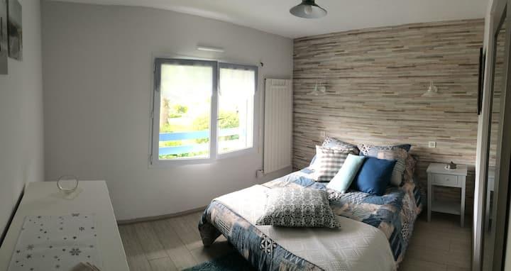 Chambre dans une  maison avec vue sur les Pyrénées