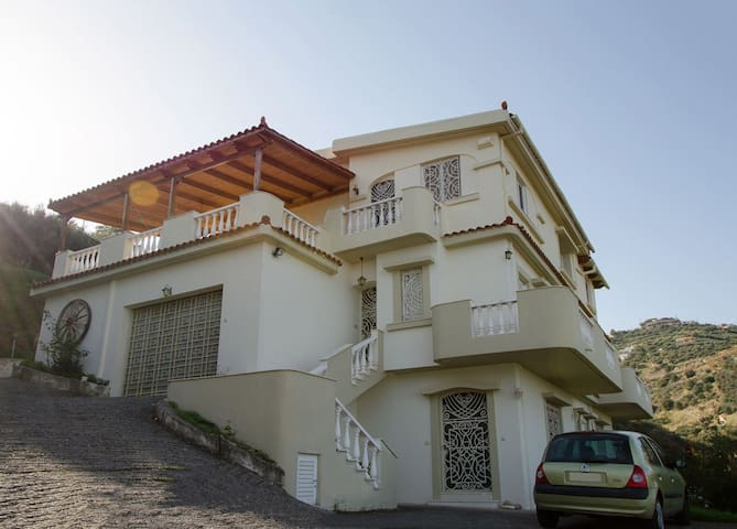 Cosy Apartment in Villa Hermitage - Heraklion - Ev
