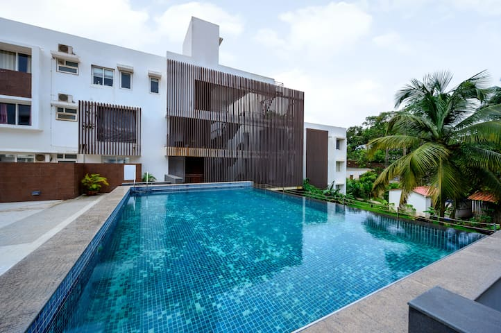 Homely 2 BHK with an infinity pool near Uddo Beach