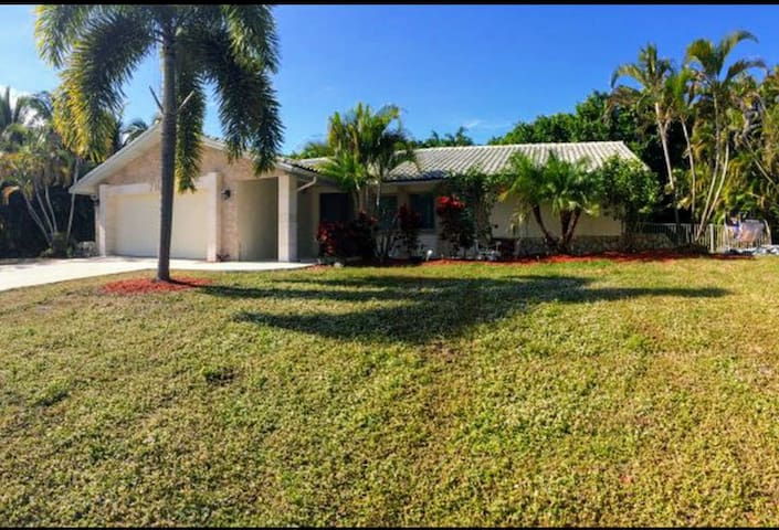 Newly renovated, walking distance to the beach