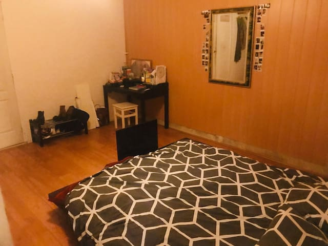 GIRLS ONLY Room for two in Ixelles