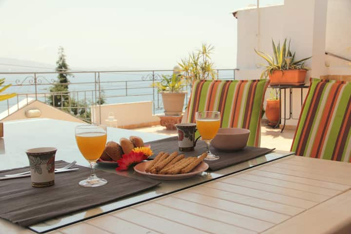 Luxury suite & the best sea view in Athens (80m2)