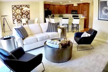 Entire Luxury Condo with 2  Bedrooms 2 Full Baths - Columbia - 公寓