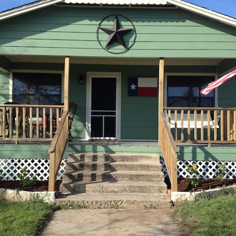 KO Guest Haus-Close to The Vine & Round Top