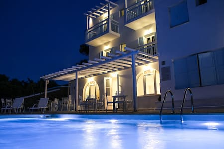 AnamarBlu Ornos,Room for 4 with Pool and breakfast - Ornos - Bed & Breakfast