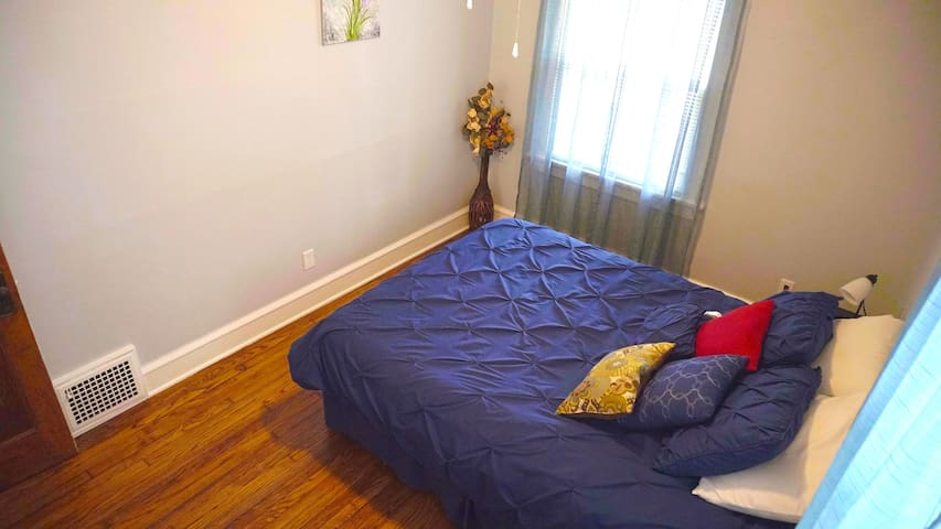 1st bedroom with queen size bed