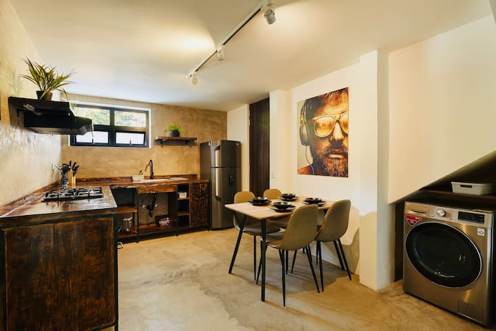 ★★★ GREAT VALUE LOFT IN COOL LOCAL BARRIO ★★★