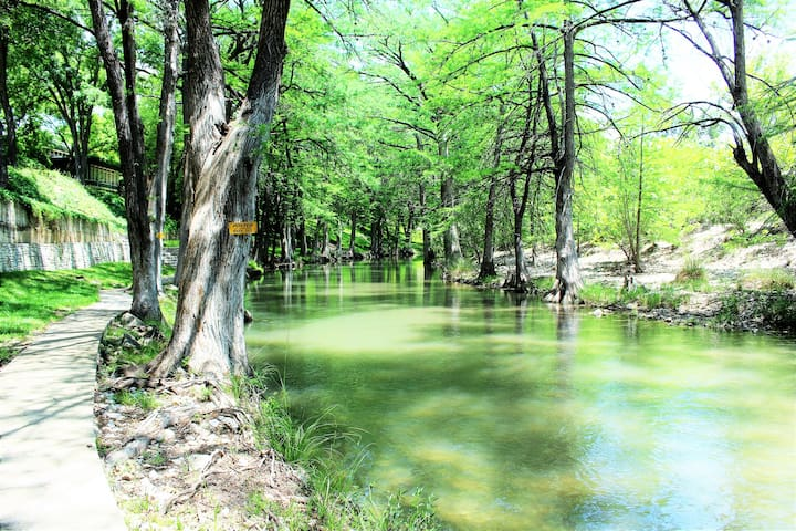 The River Forks  PRIVATE RIVER OUTSIDE YOUR DOOR!!