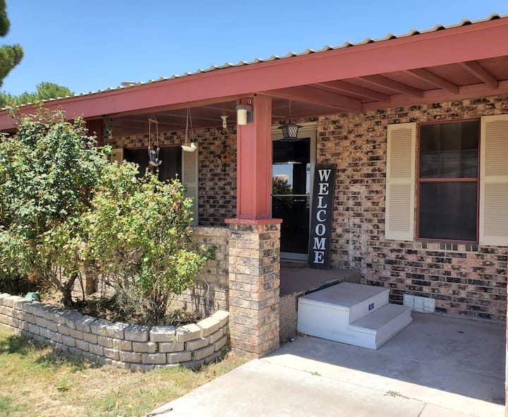 Enjoy this Ranch Style Home_Ideal for Long Stays
