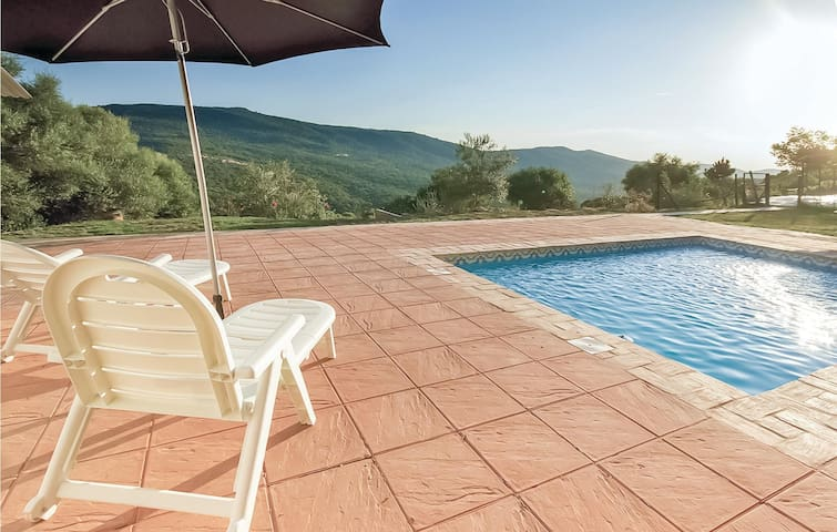 Holiday cottage with 3 bedrooms on 70m² in Ubrique