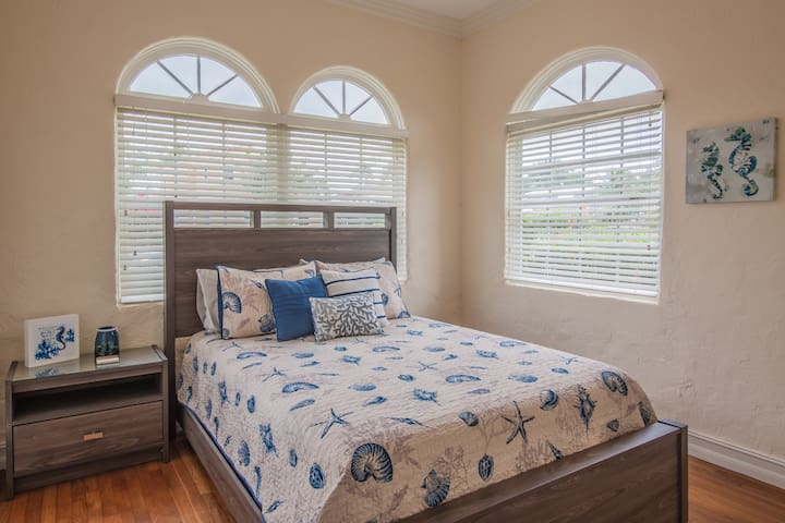 All bedrooms have queen size beds, high-quality linens, and new furniture/mattress/box spring.