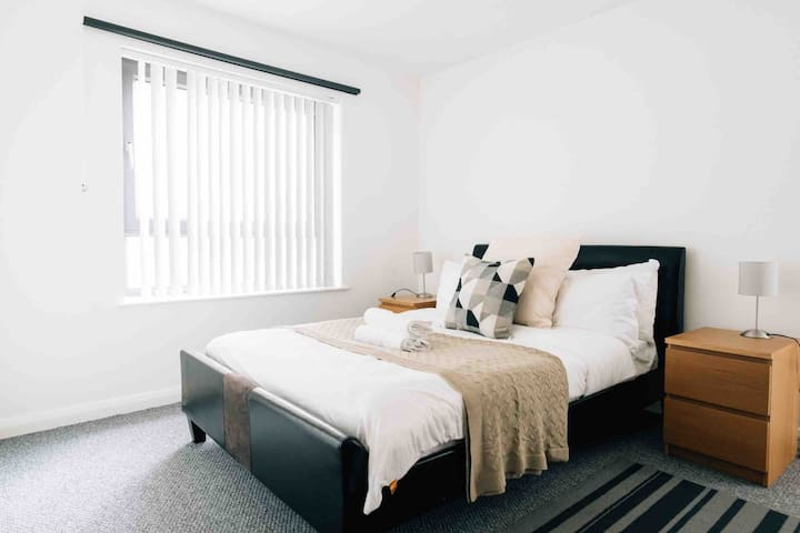Modern Belfast City Centre Apartment (A10)