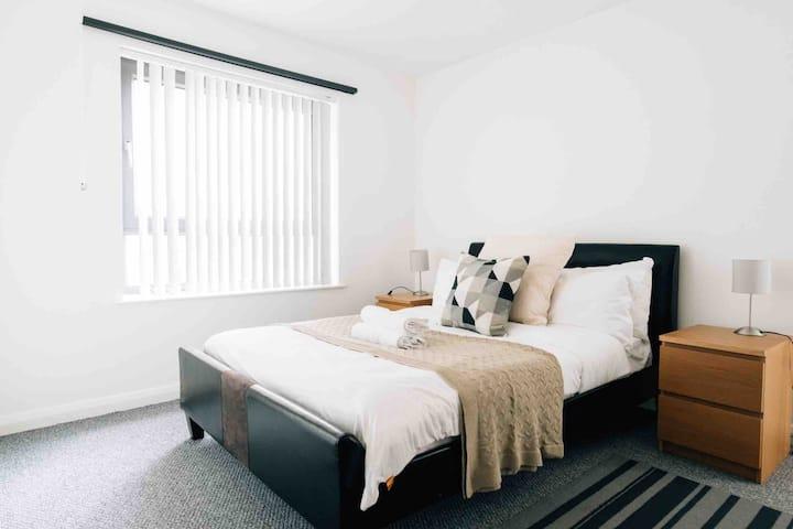 Modern Belfast City Centre Apartment (A10)