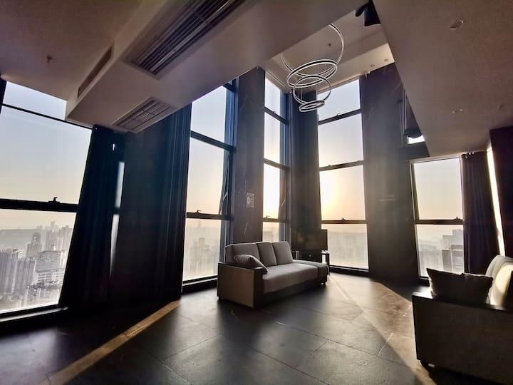 270度5.8米落地玻璃/写字楼公寓俯视观音桥/2卧(有门)+1软隔卧(无门)+2沙发床/填准确人数