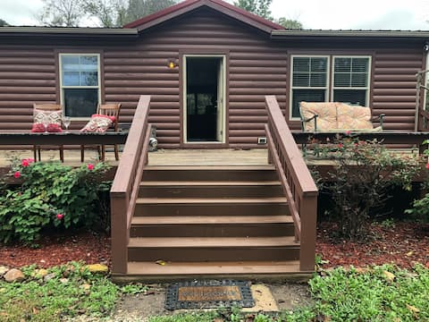 Secluded Cabin 3 Porches 7 Min to Ft Leonard Wood