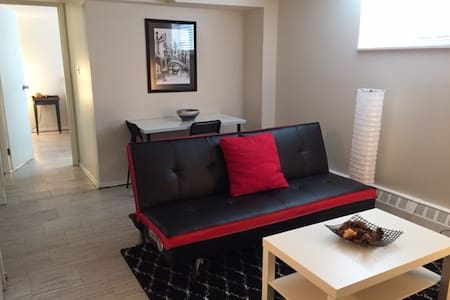 1 Bedroom Condo (cozy & modern) + WiFi + Laundry - North Bay