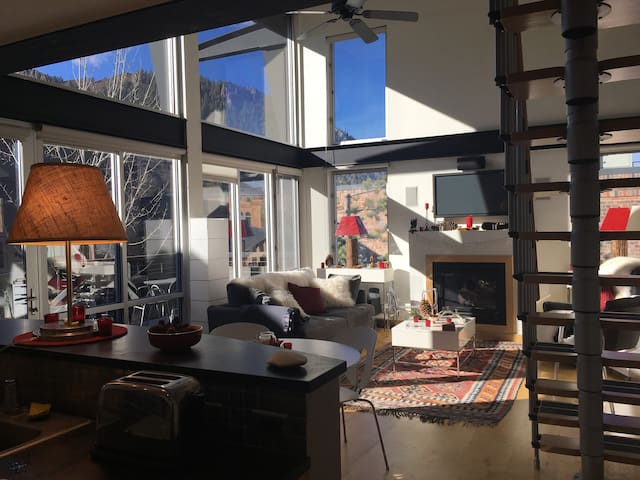 NEW Wow! 2 Bed Penthouse Condo Center of Aspen