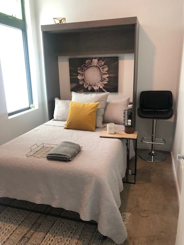 Downtown Oakland guest room w/ private bath.