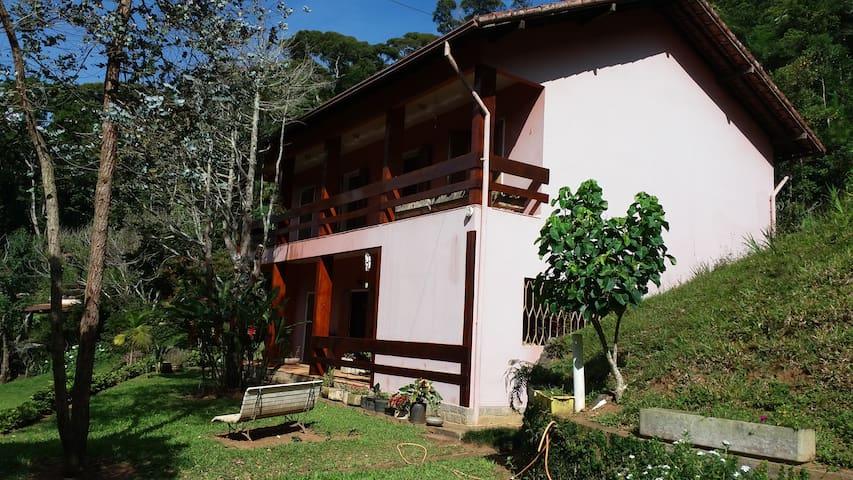 Linda Casa na Serra para Alugar